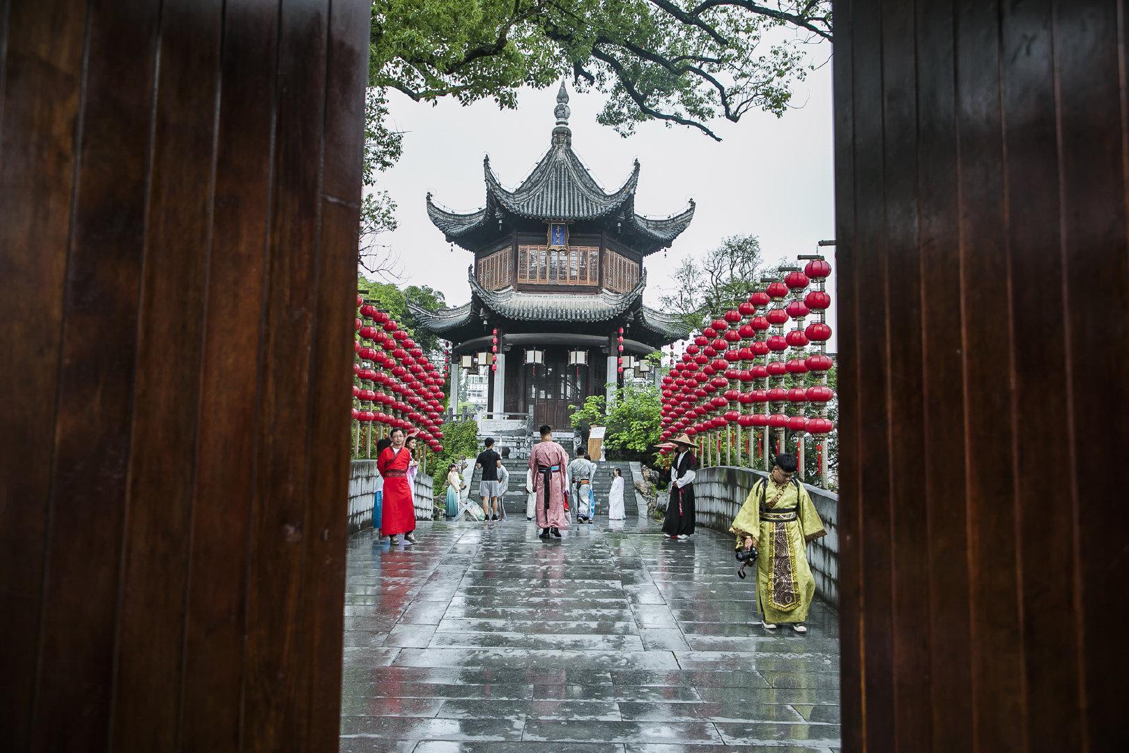 中国唯一穿汉服才能进的园林 游客打招呼以古语相称