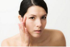 玩转裸妆�超模食谱首款养肤级BB霜水润上市