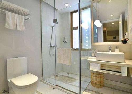 为什么酒店的浴室是透明的呢?怎样避免尴尬呢?